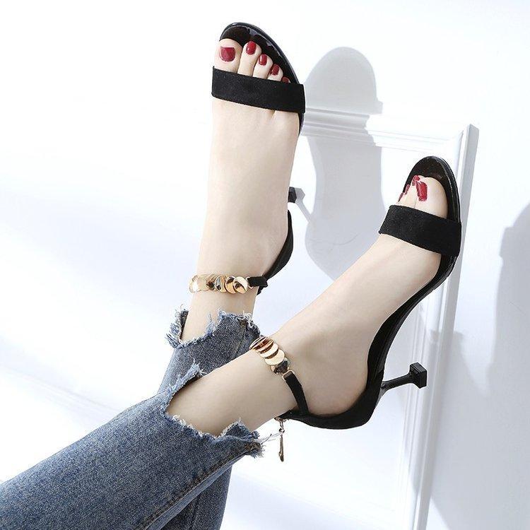 2018 musim panas model baru Gaya Korea netral model wanita merah kelihatan jari kaki Sandal Summer
