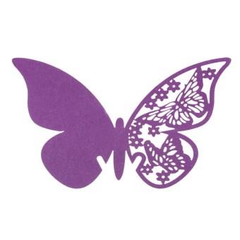 50 buah anggur gelas kaca tempat kupu-kupu pendamping pada kertas ungu