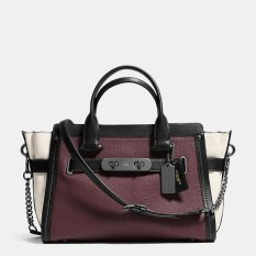 Coach Swagger With Chain in Pebbled Leather - Burgundy