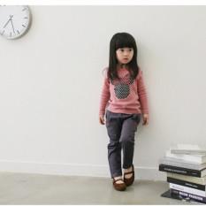Gadis cantik dan lucu anak kaus lengan panjang kemeja pink