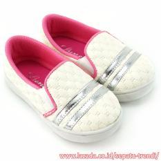 TrendiShoes Sepatu Anak Bayi Perempuan Slip On Cantik Elegan - Putih