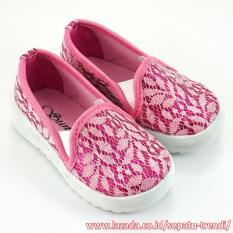 TrendiShoes Sepatu Anak Perempuan Slip On Brokat Leaf - Pink