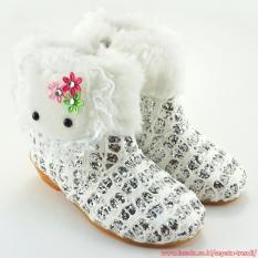 TrendiShoes Sepatu Boot Anak Perempuan Knit Glitter Boneka Bulu - Silver Putih