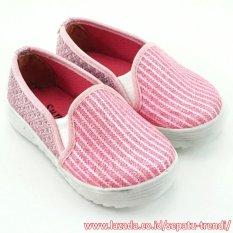 TrendiShoes Sepatu Slip On Anak Perempuan Brokat Cantik - Pink