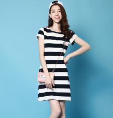 Versi Korea dari hitam dan putih bumi perempuan lengan pendek t-shirt dress rok (Biru dan putih garis-garis)