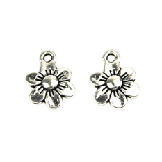 Flower Silver Tone Pendants Necklace Silver