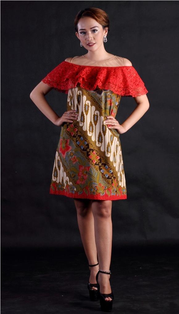 Batik Wanita Modern Bahan Katun Kombinasi Brokat Tile Batik Printing Dress Batik Pesta Andien Parang Merah RR1820 by Arcobaleno Produsen Dress Batik Pesta Terbaru 2018 Desain CANTIK dan ANGGUN cocok untuk baju kerja, baju dress pesta dan acara resmi