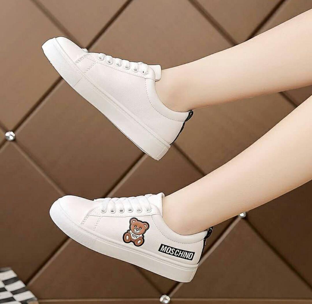 Sepatu Sneakers Wanita Moschino Karakter Boneka