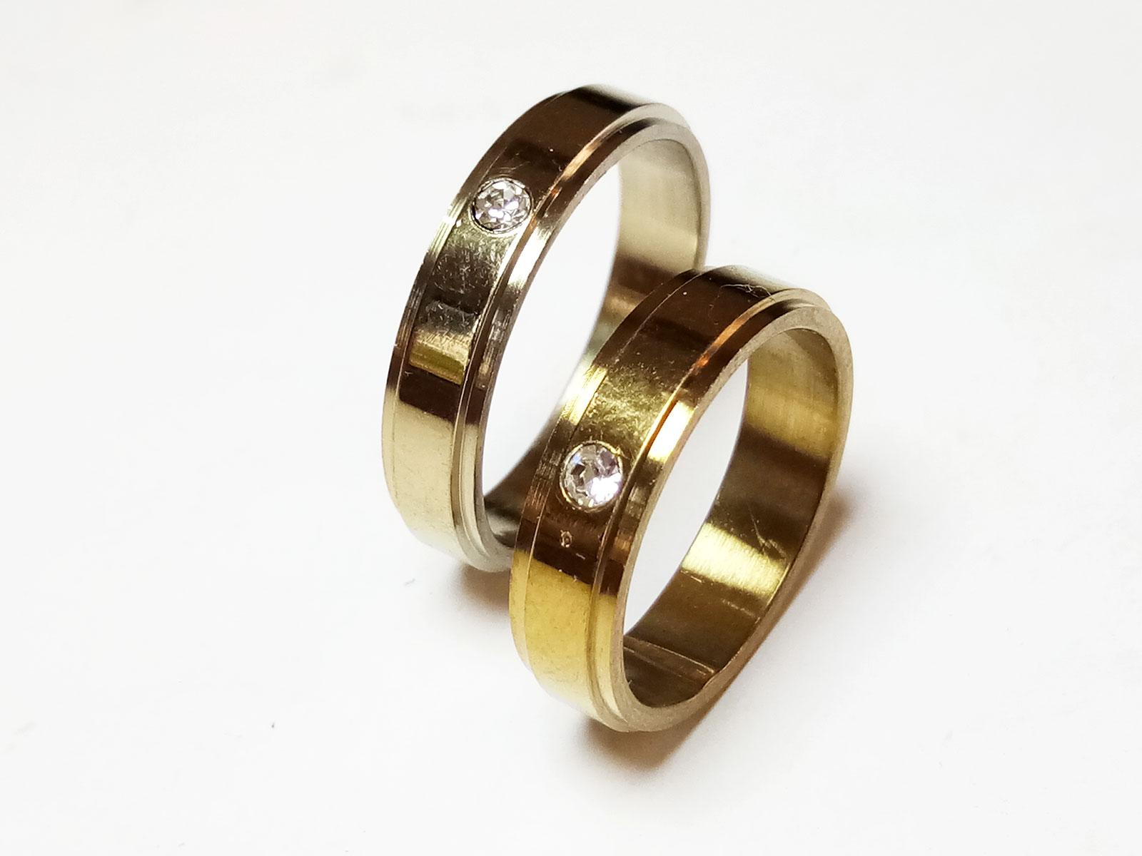 VeE Cincin Single / Couple / Pasangan untuk Tunangan / Nikahan Titanium Stainless Steel Gold M1