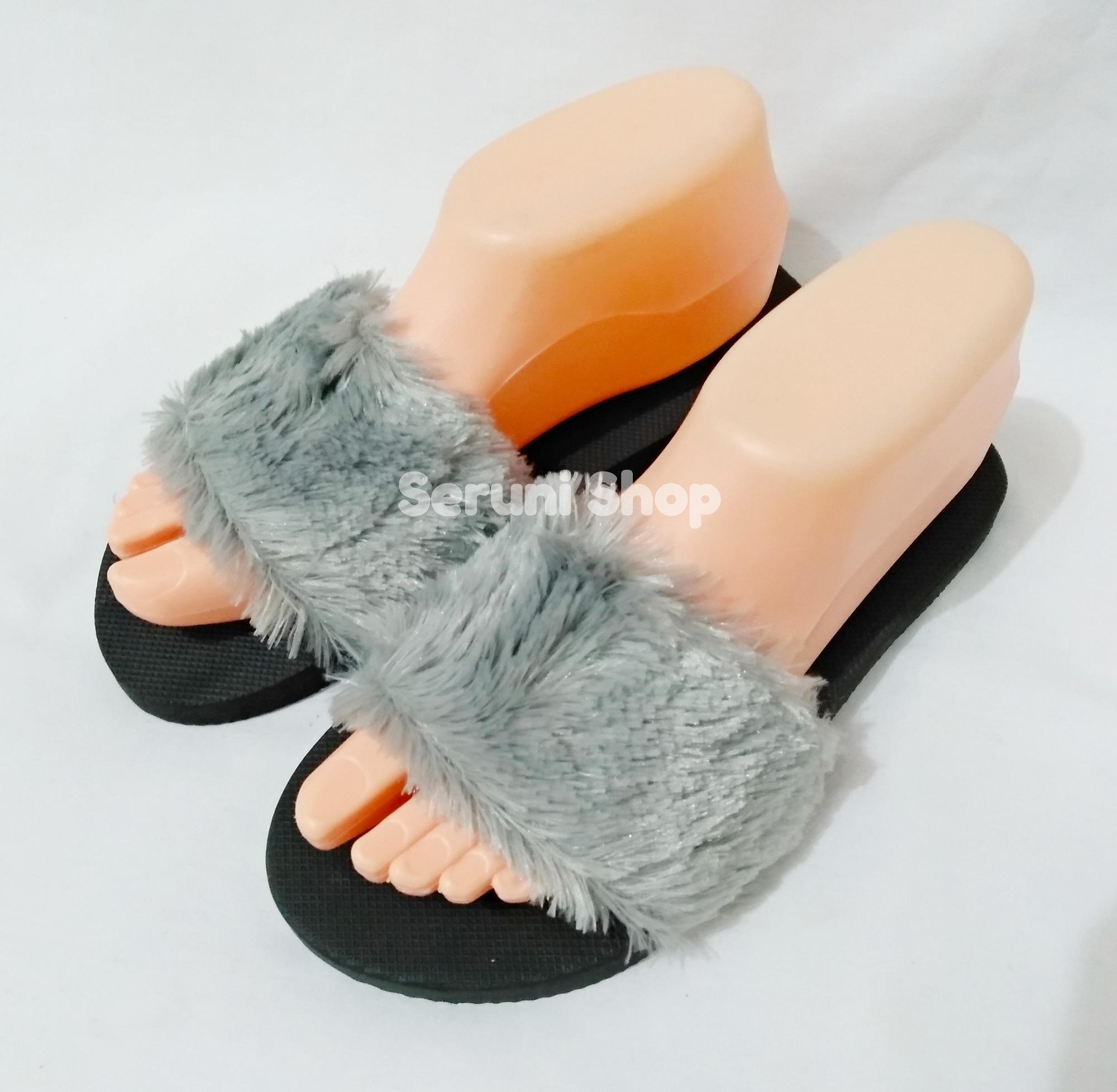 Seruni Sandal Spon Bulu Lucu Abu-Abu
