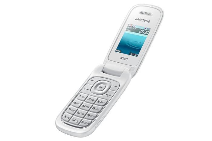 Samsung Caramel GT-E1272 Flip Putih Dual Sim