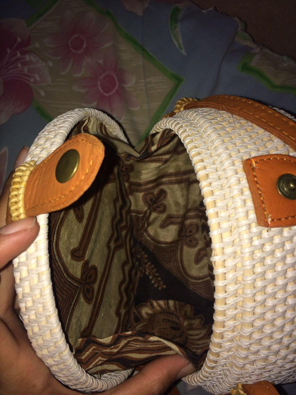 Tas Ratan ate Bali/Tas Ratan ate Warna Putih/Motif Polos/Tas Rajut - Bulat