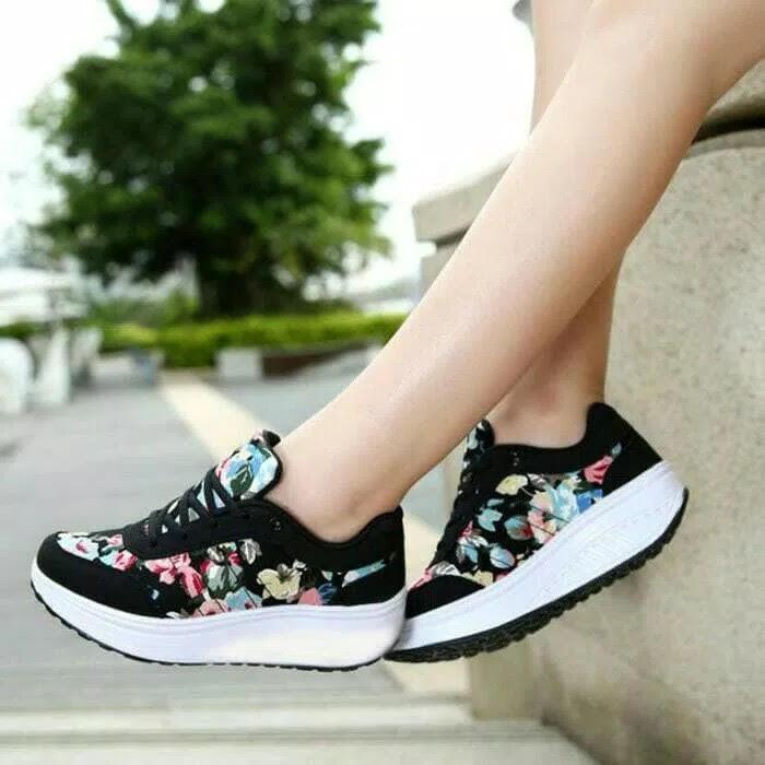 Rembulan Sneakers Wanita Bunga Hitam