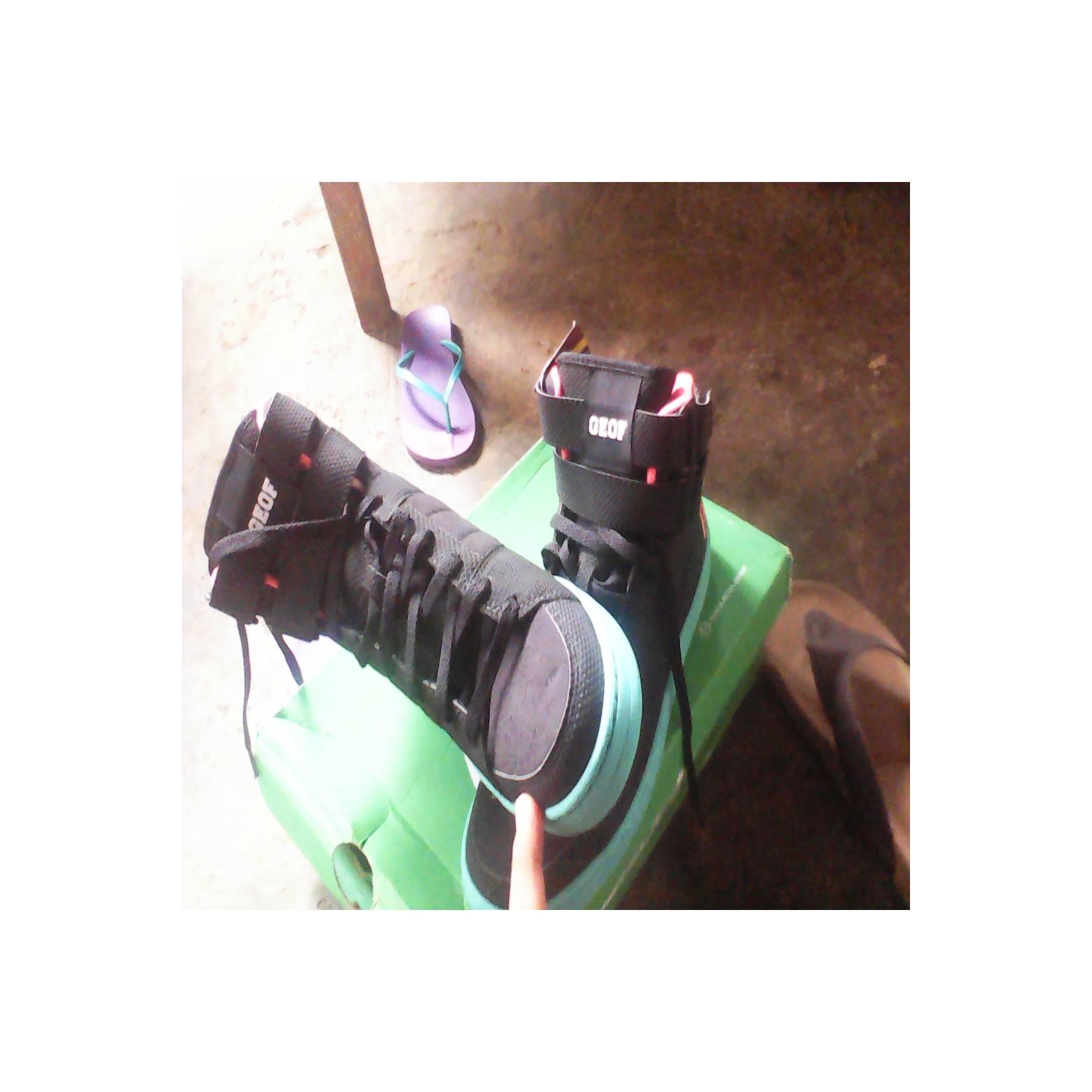 Sepatu basket League geof