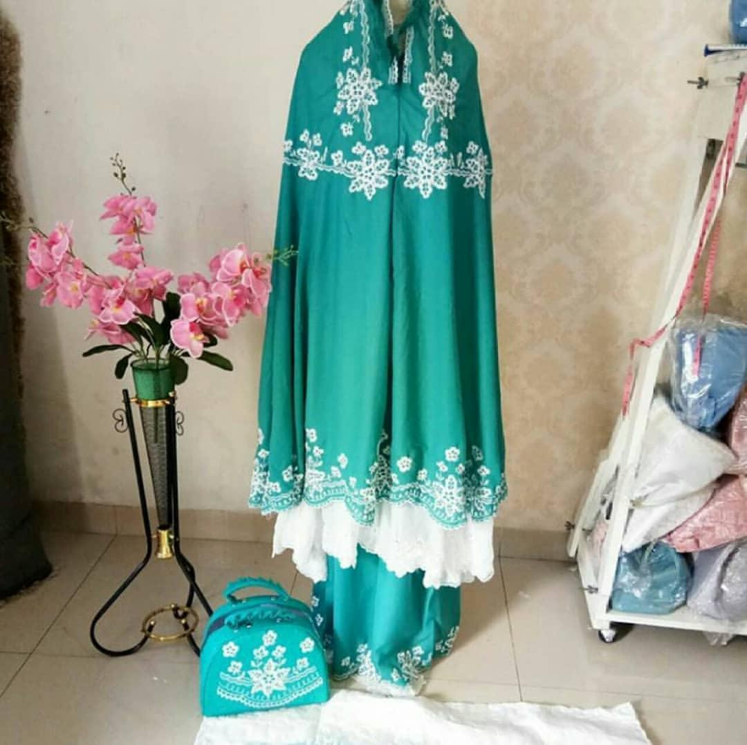 Buy Sell Cheapest Mukena Cantik Double Best Quality Product Deals Ukhuwah Behel Hycon Merah Maroon Ceruty