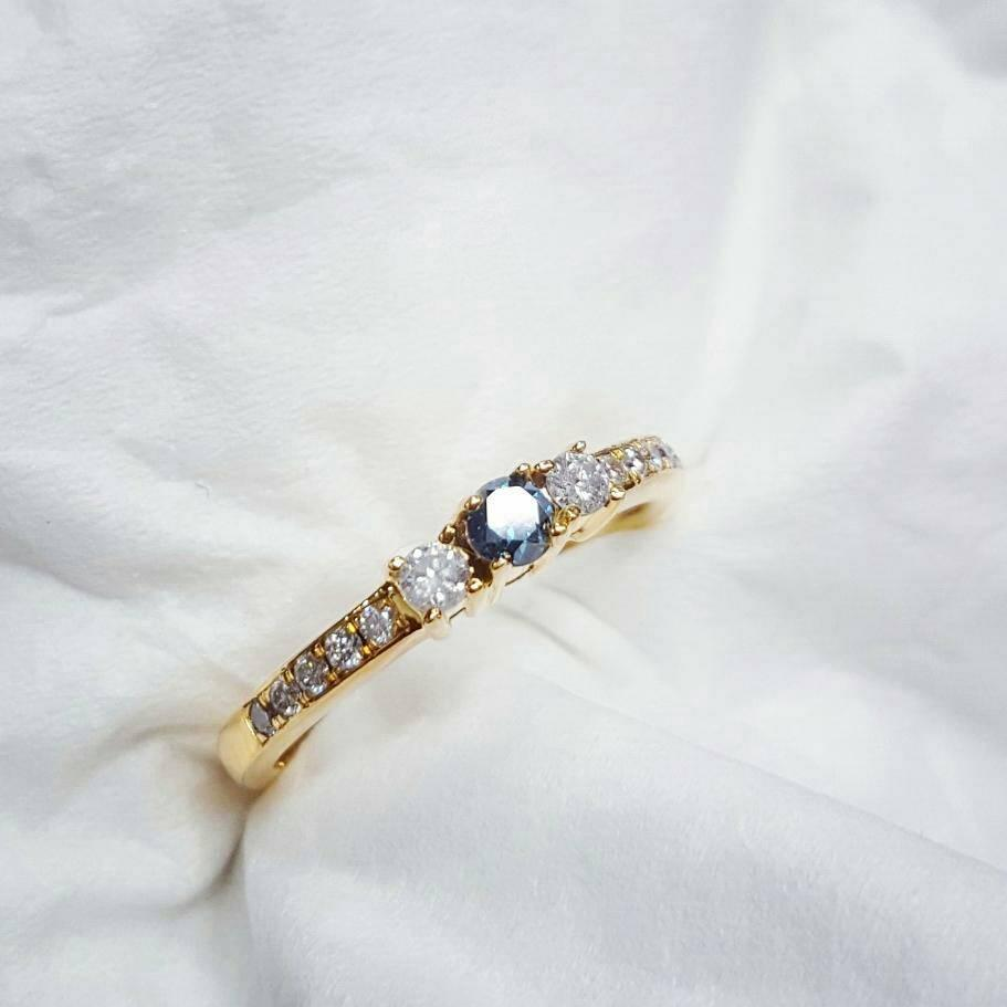 Cincin berlian biru dan berlian putih ikat Emas Kuning 75 %