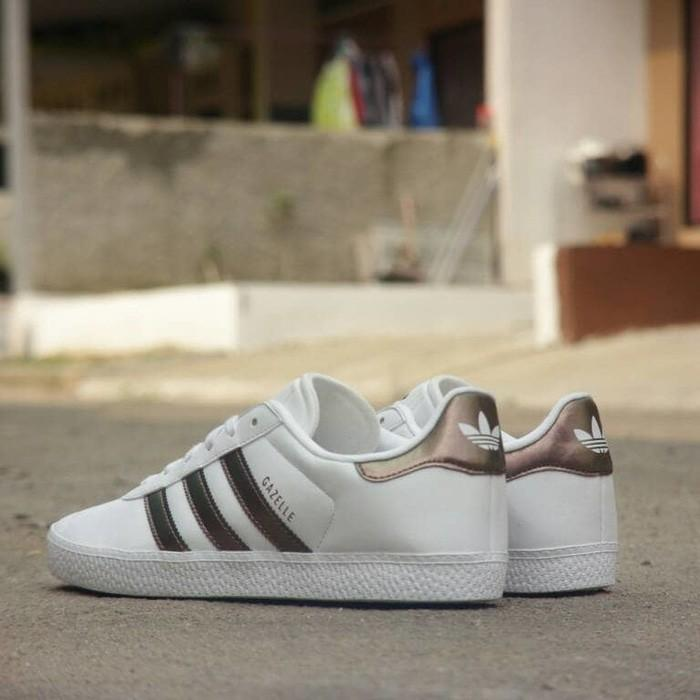 Promo Adidas Gazelle Leather White Metalic Original Gratis Ongkir