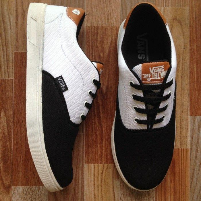 Vans casual clasic blek and white limited edition VK1