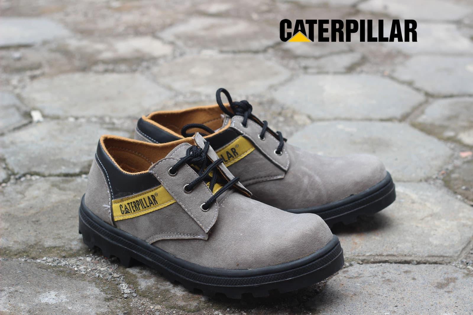 38 Harga Flash Sale Sepatu Boots 2018 Caterpillar Low Suede Terlaris Safety Pria Pendek Warna Abu