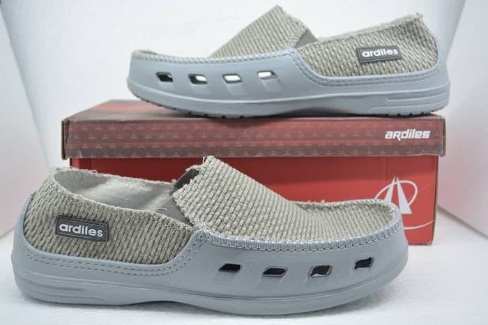 Sepatu A E  Sepatu Pria, Sepatu Crocs, Sepatu Slip ON - Sepatu Pria Terbaru - Sepatu Pria Keren - Sepatu Pria Terlaris - Sepatu Pria Import Murah - Sepatu Pria Berkualitas