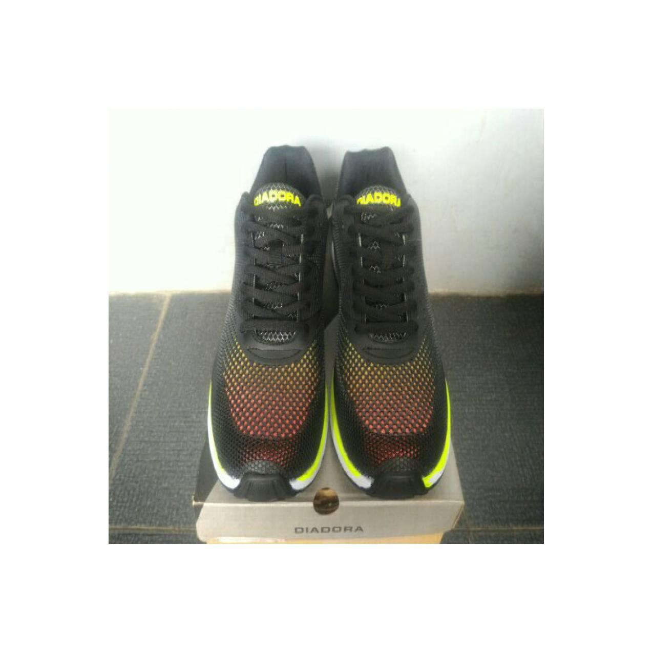Sepatu running / Sepatu original / DIADORA GIANNO
