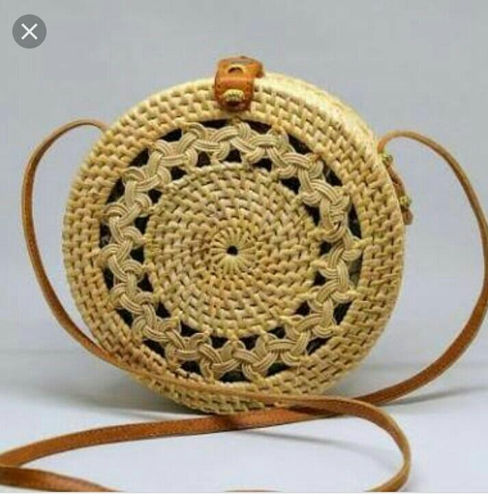 Tas rotan Bali bulat motif kepang diameter 18 cm
