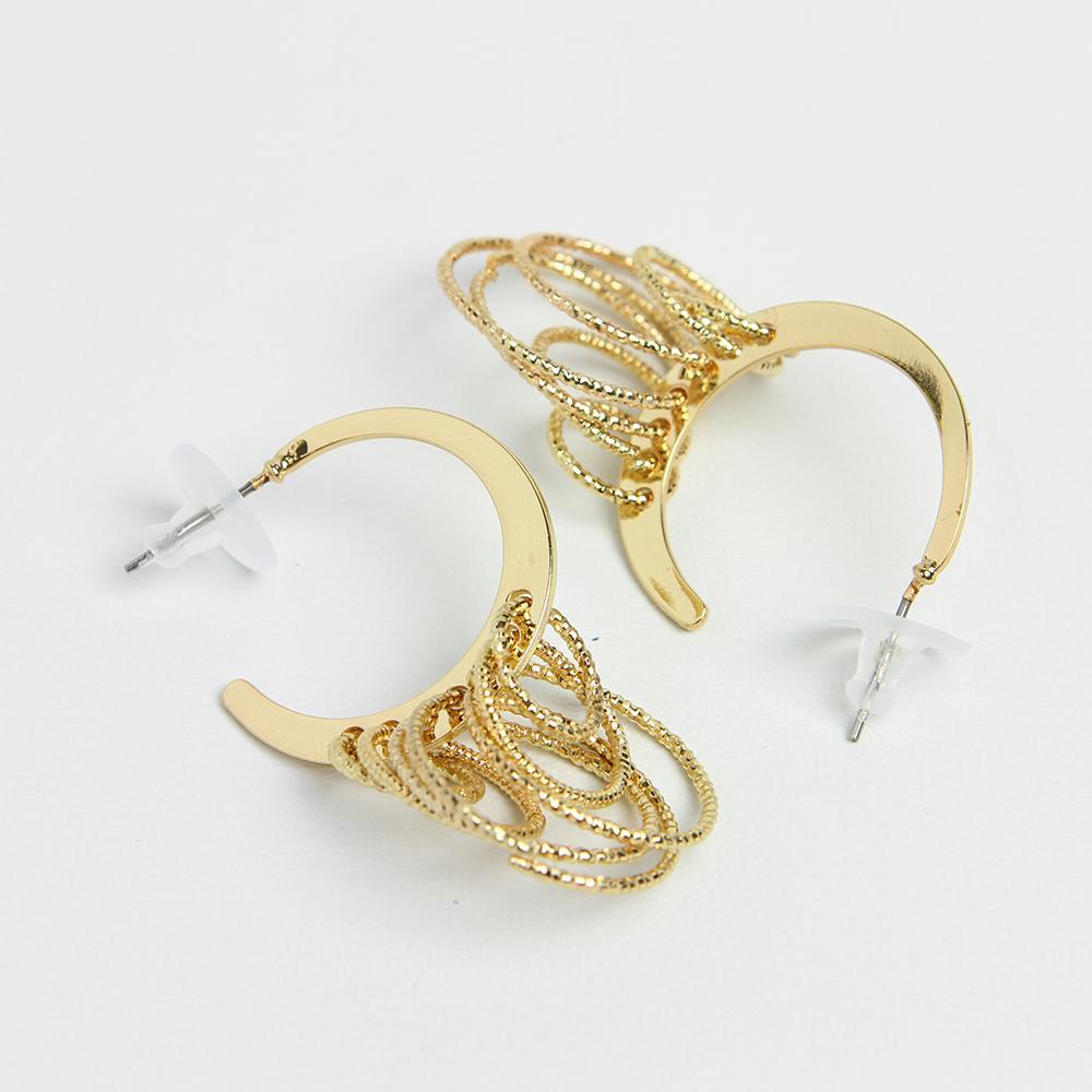 OILA anting asimetris hati asymmetric love earrings jan143. Source · Anting Korea - Emas - MY91 - RTA1267