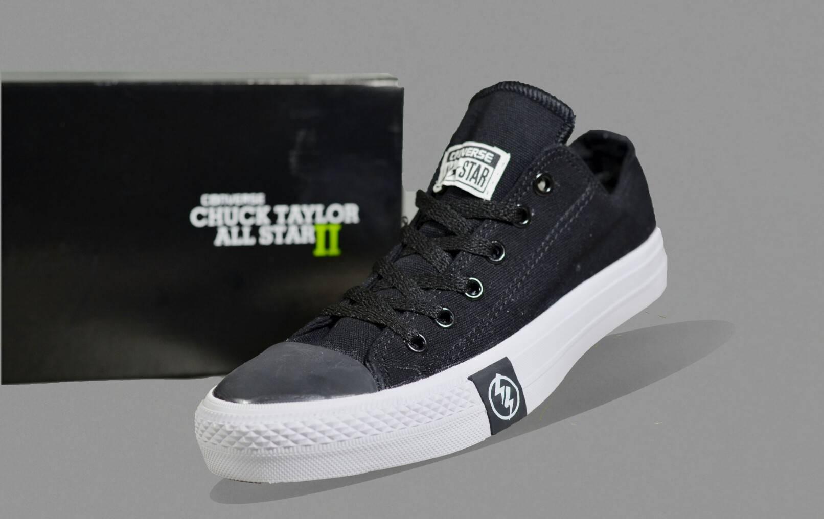 Sepatu Converse Chuck Taylor All Star II Sepatu Pria Sepatu Sekolah  Nongkrong Bergaya Makin Pede Sepatu 6e20cfab3d