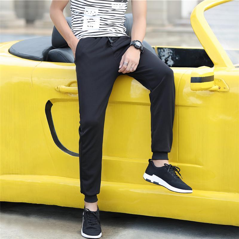 Longgar Laki-laki Kaki Korea Modis Gaya Olahraga Celana Sembilan Poin Celana (Hitam Polos