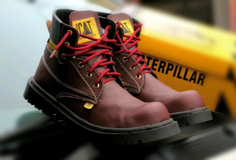 Sepatu Pria Caterpillar Safety Boot Maroon