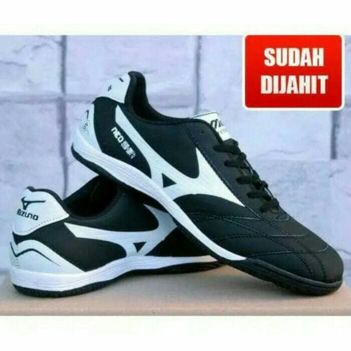 Sepatu futsal mizuno hitam list putih Murah
