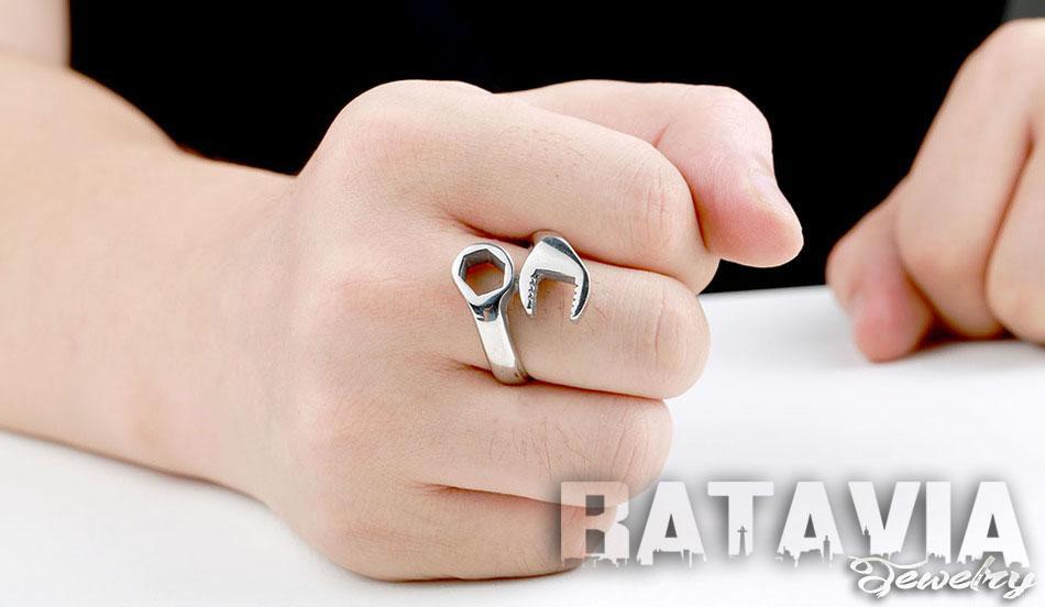 NEW PROMO Perhiasan Aksesoris Cincin Pria Cincin Titanium Silver Mechanical Biker Ring fashion man Murah