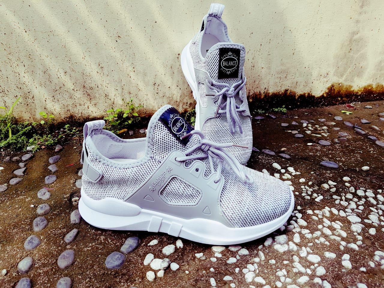 Sneakers Wanita - Sepatu Olahraga Wanita Terbaru FAD55