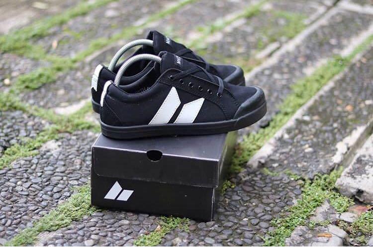 Sepatu Casual Macbeth Black