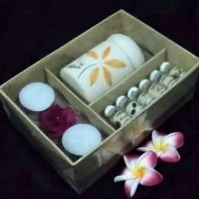 Paket 6 Essential Oil Plus Burner dan 2 Lilin Aroma Terapi Terlaris di Lazada