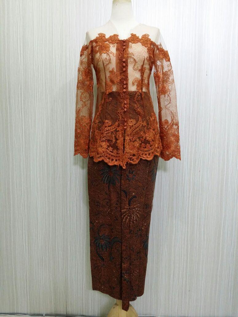 Baju Atasan Pakaian Wanita Kebaya Wisuda Domas Martumpol Kebaya Modern Bahan Brokat KBY SABRINA RR1827 TMBG Arcobaleno Pesan Kebaya cocok untuk dipakai acara pernikahan, kondangan, acara resmi