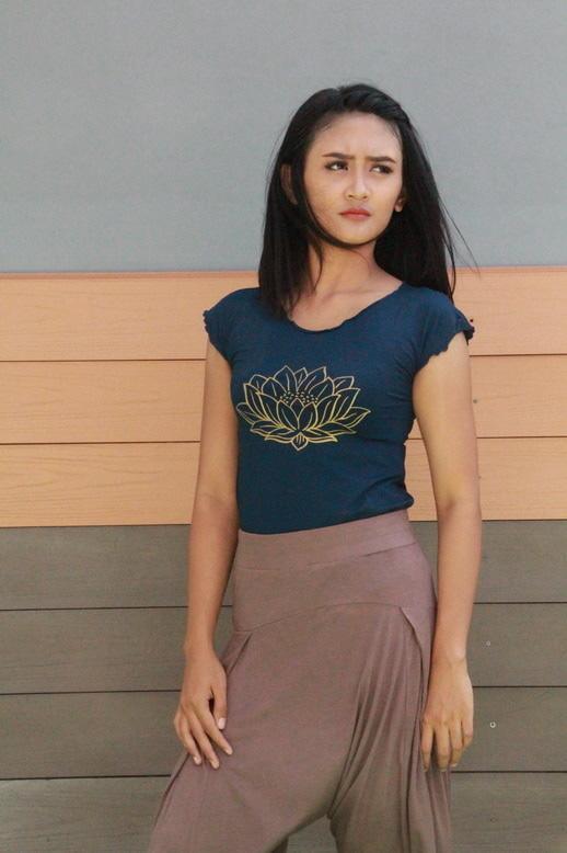 Baju Kaos Yoga Berlengan / Tshirt Lotus Biru Navy