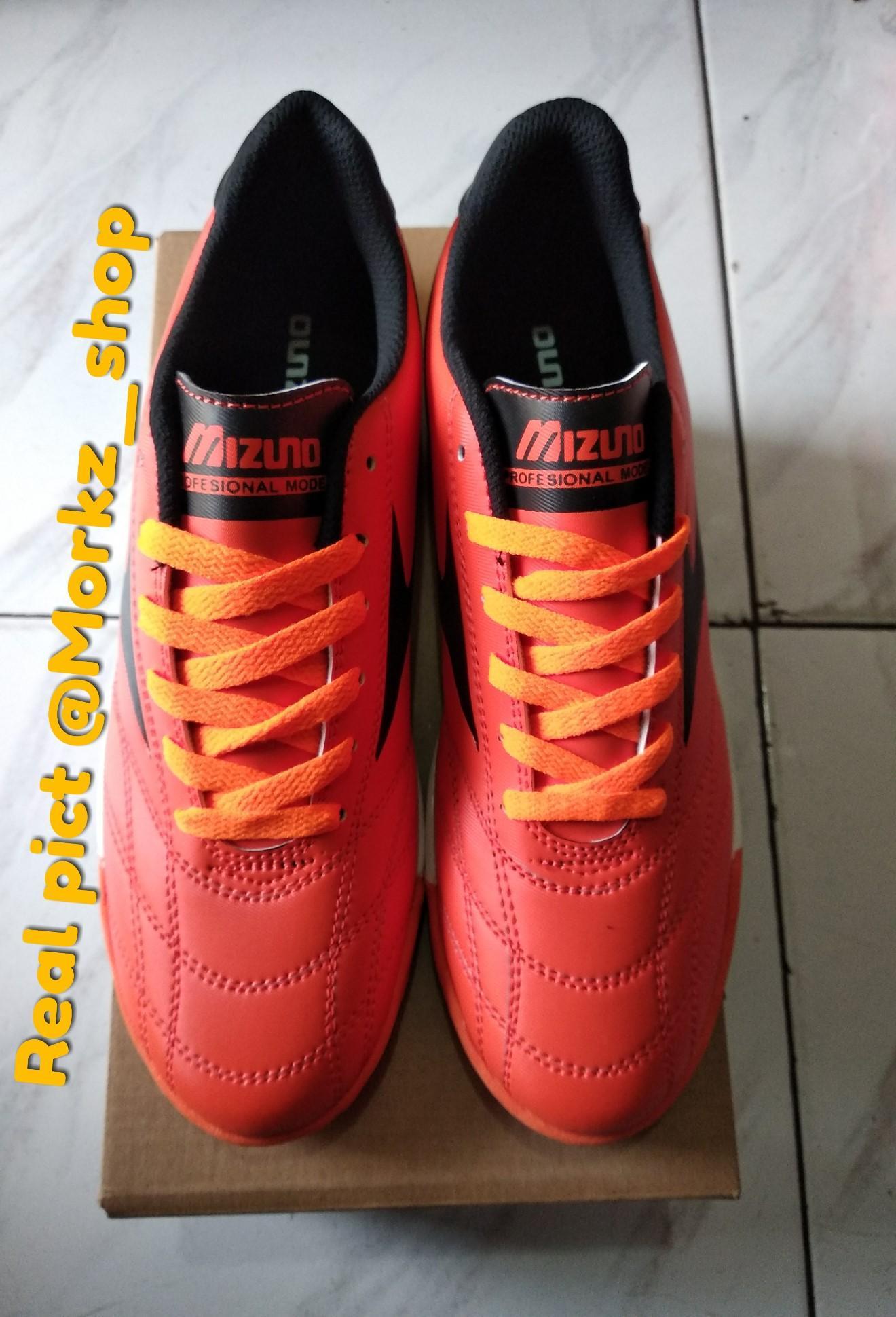 Bandingkan Harga Sepatu Mizuno Yang Keren Terbaru - BhinekaShop 88f0c54b6d