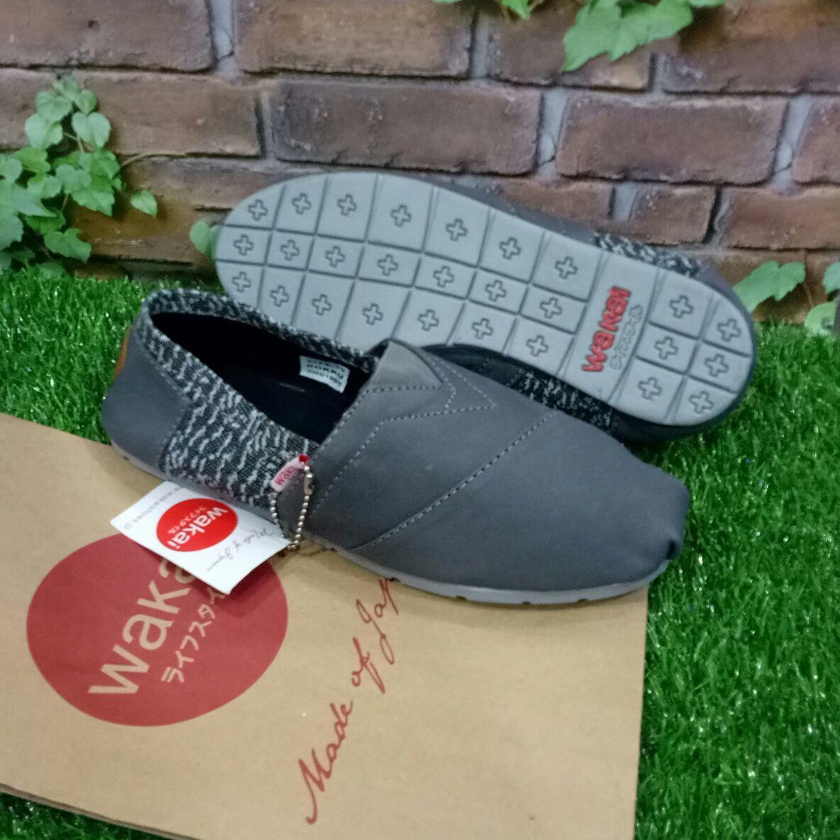 Sepatu Wakai Abu Crek 36-43