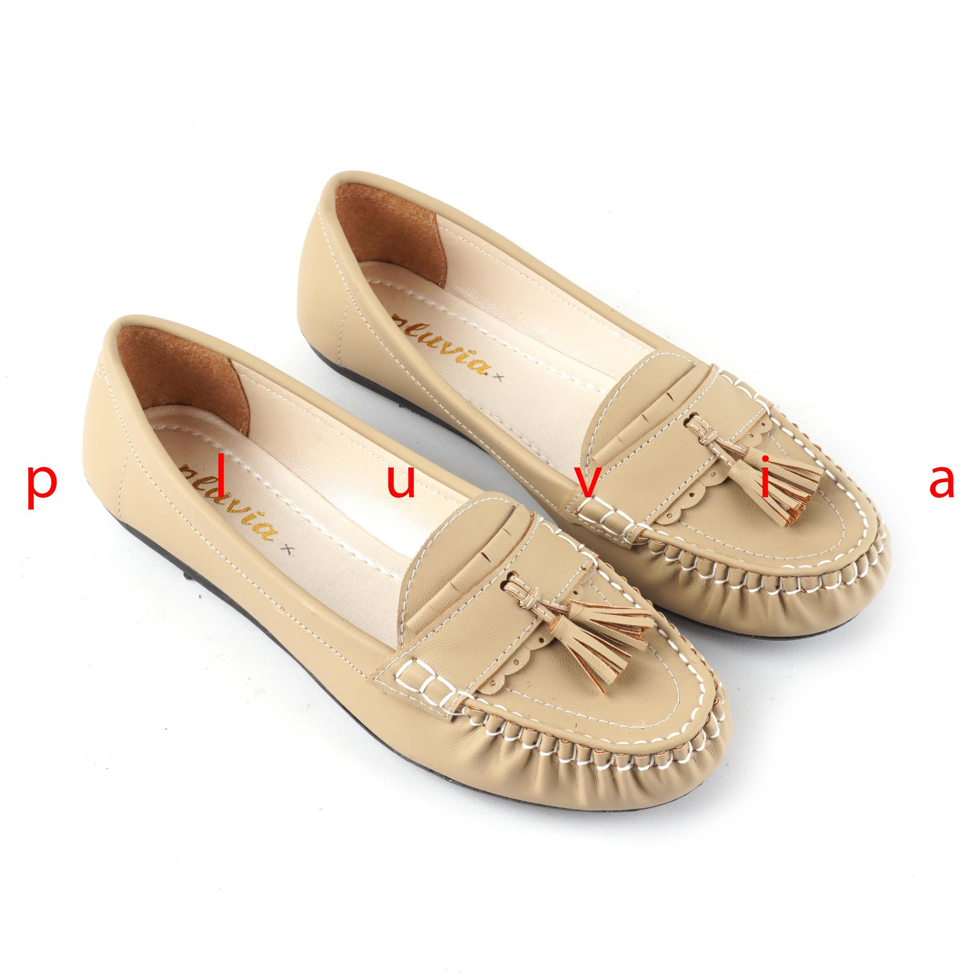 Pluvia - Sepatu Balet Flat Shoes Slip On Loafers Wanita PLV09 - Cream