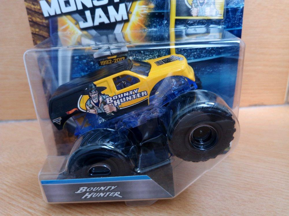 Bounty Hunter Edge Glow include Team Flag Hotwheels Monster Jam # Favorit Toys favorit_toys