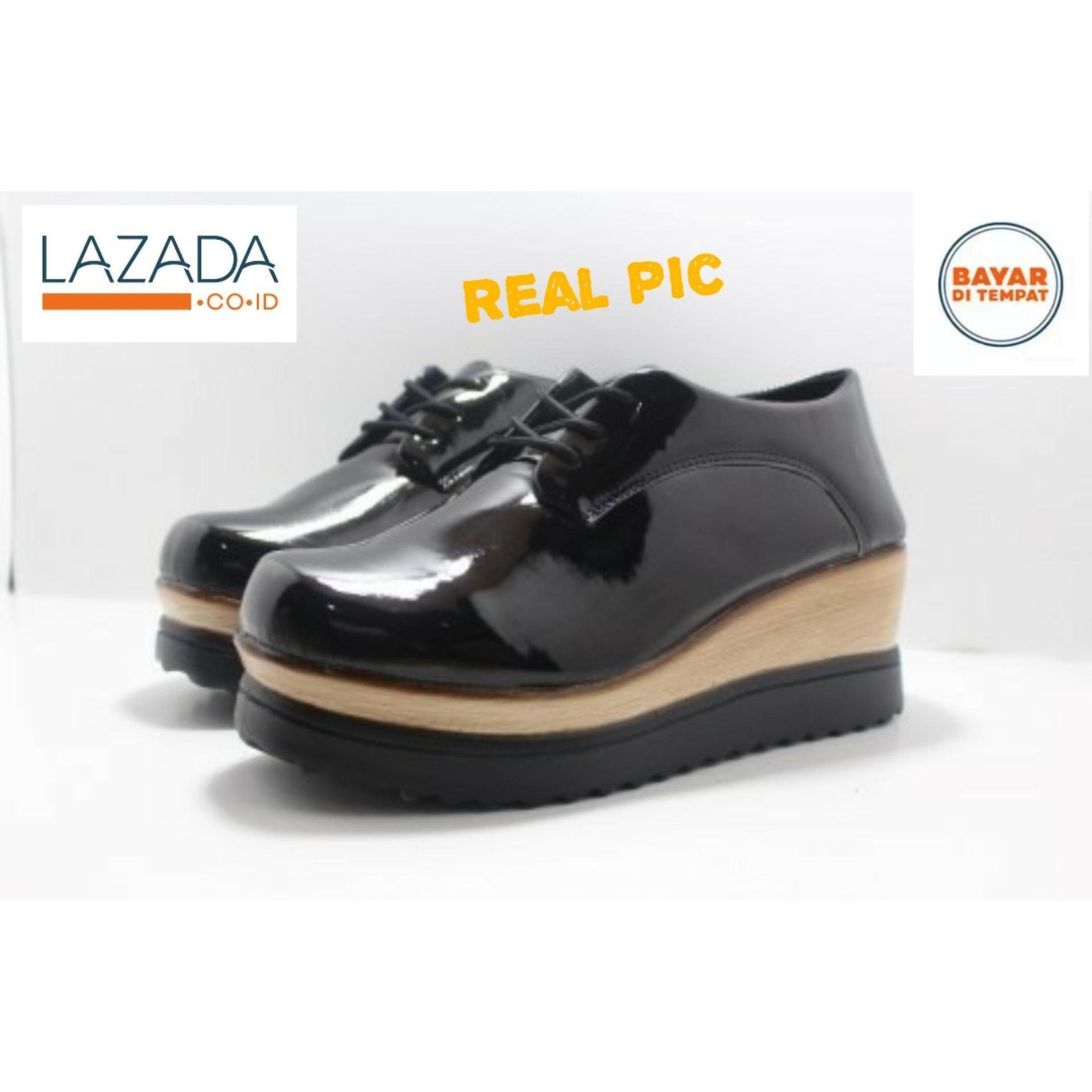 Sepatu Wanita Wedges Hitam glosy