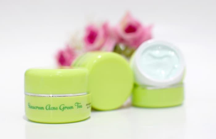 Sunblock Acne Green Tea Tree Hijau Lembut # cream siang berjerawat