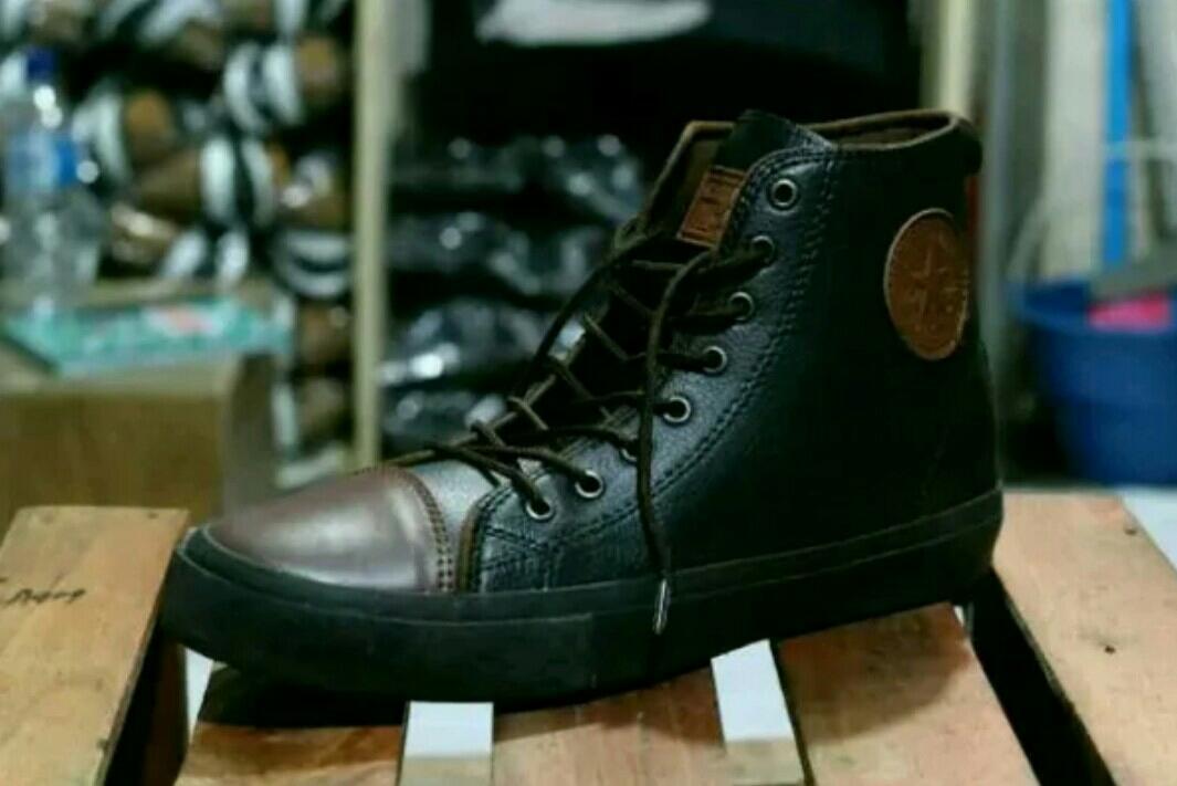 Sepatu Sneakers Pria Gaya Trendi Kekinian Pas Untuk Sekolah Kuliah Diskon Murah promo-sepatu-pria-slop-loafers-slip-on-boots-safety-formal-kerja-pantofel-kantor-anak-wanita-kickers-adidas-nike-Hitam