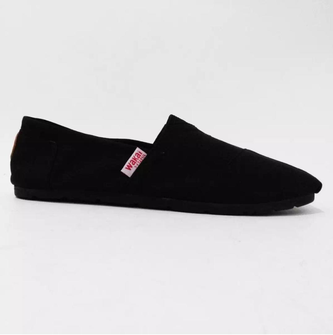 Sepatu Wakai Polos Slip On Pria Wanita fullblack - Hitam
