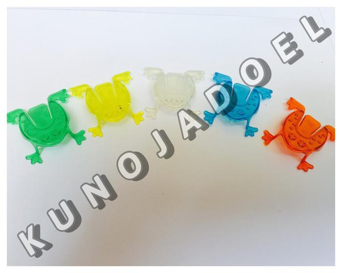 mainan katak lompat warna warni yang lucu banget
