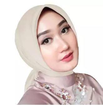 Cotton Bee Hijab Jilbab Segi Empat Polos Satin Velvet Kerudung Segiempat Maxmara