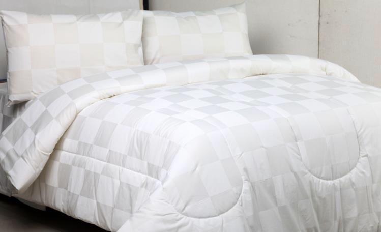 Bella Vista Bed Cover Set Hotel Polos Putih Kotak - Kotak Extra King Size 200x200x30cm