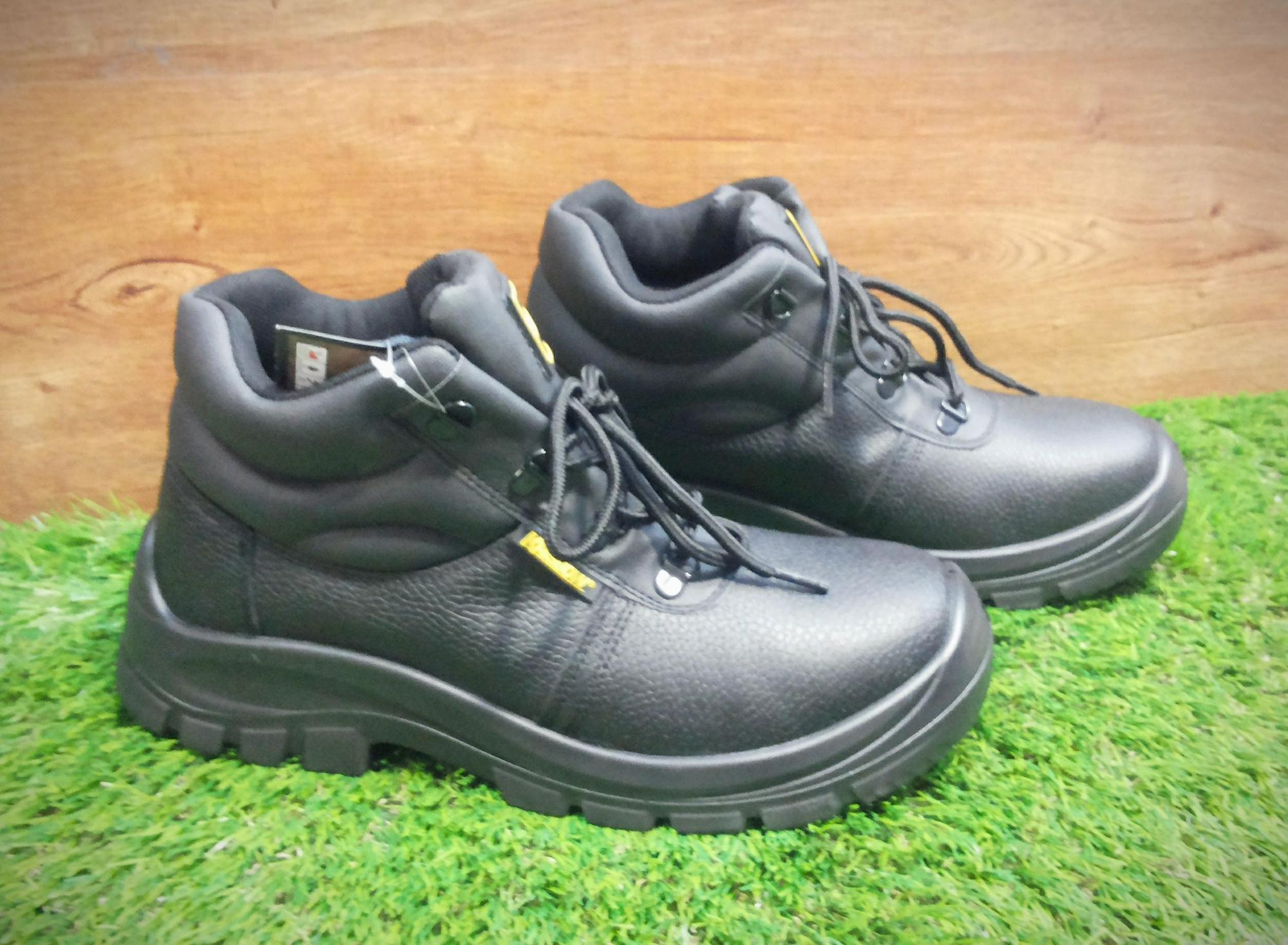 Safety shoes krisbow tipe Maxi 6 inch sepatu pengaman krisbow tipe MAXI 6  inch f5e4fa8da4