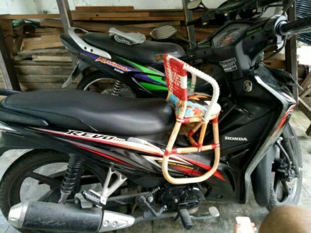 Kursi Bonceng Motor Bebek / Kursi Duduk Motor / Kursi Bonceng Rotan